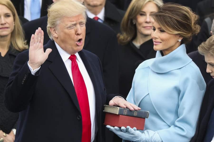 trump-inauguration-hand-on-bible