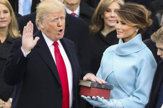 trump-inauguration-hand-on-bible