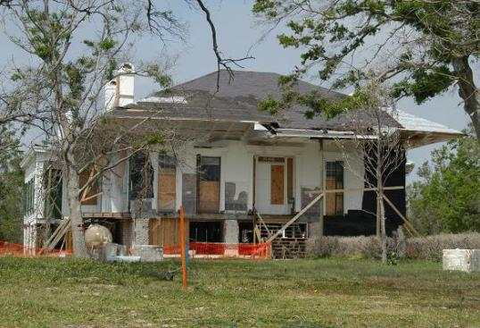 Beauvoir-Biloxi-Mississippi-Hurricane-Katrina-FEMA-2006-585px